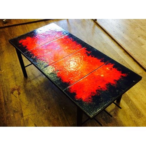 Très belle Table sur plaque de lave émaillée